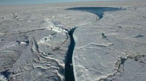l-immense-lac-glaciaire-au-groenland_71900_w460